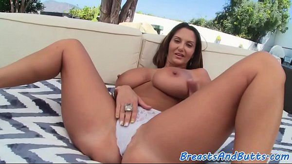 Bigtits, Anal outdoor