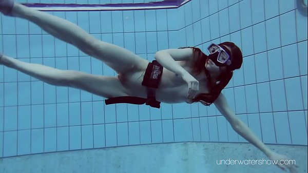 In the pool, Diving