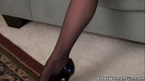 Phoenix, Old pussy, Pussy rubbing